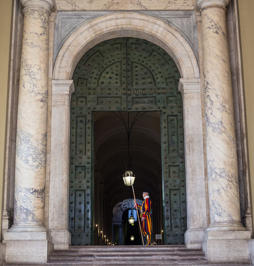 Italia Roma Rome St. Peter's Square Swiss Guard Travel Vaticano Arch Architectural Column Architecture Built Structure History Italy Papal Swiss Guard Piazza San Pietro Travel Destinations