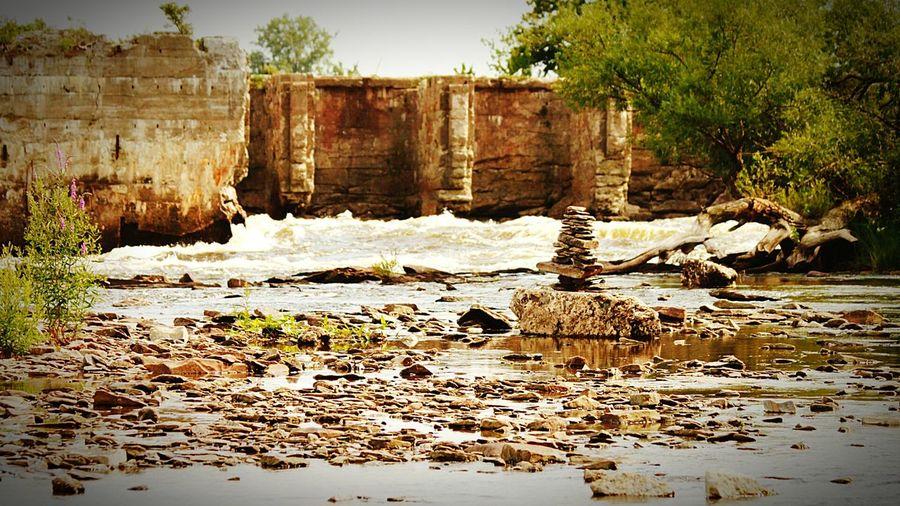 Hudro damn ruins Ottawa river