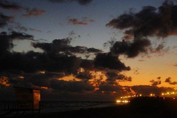 """We're out of time on the highway to never..."" 🎶🎶🎶 Sunset Super_photosunsets World_bestsunset WORLD_BESTSKY Sunset_vision Sky_brilliance Sky_sultans Sky Skyporn Clouds_of_our_world Cloudporn Nubesdetuciudad Igersuruguay Igerspostales Portadaigers Audiovisualuruguay Uruguayestrella Uruguaynatural Barriosdemdeo Ig_global_shotz Igersoftheday IGDaily Splendid_horizon Splendid_shotz Americasplendorosa rambla ramblademontevideo"
