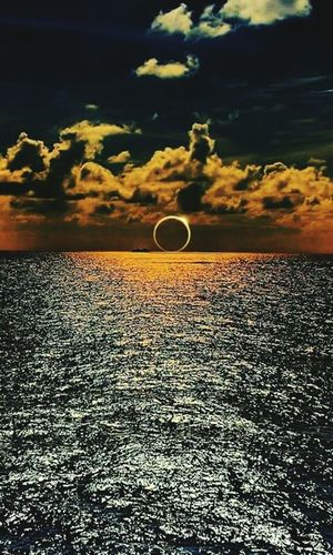 Eclipse y mar🌕🌊 Cloud - Sky Sunset No People Outdoors Scenics Sky Nature Adventure Day Beauty In Nature Flying Hot Air Balloon Astronomy