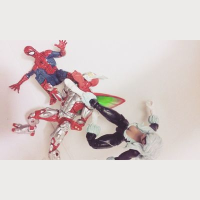 Poor bettle Spidey Amazingspiderman Classicspiderman Thebettle BLackCat Feliciahardy Peterparker Spiderblood Marvellegends Figurelife Figurecollection Hasbro Disney Figure Geekingout Superheros Spideyverse Lovingit Manchild Marvel Mcu