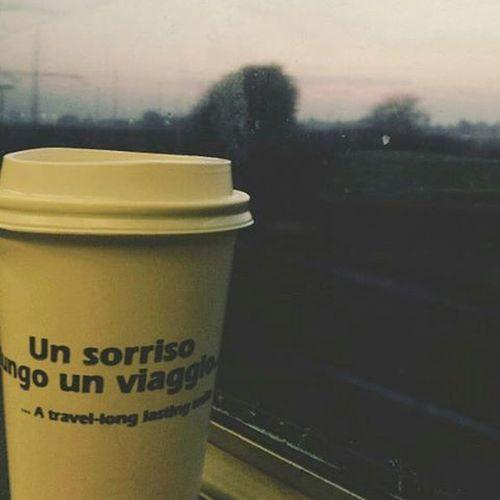 """""""Un sorriso lungo un viaggio"""" Direzione, lavoro. Train Travelling Work Dawn Morning Clouds Travellong Lasting Smile 🌝🚈🌇"""