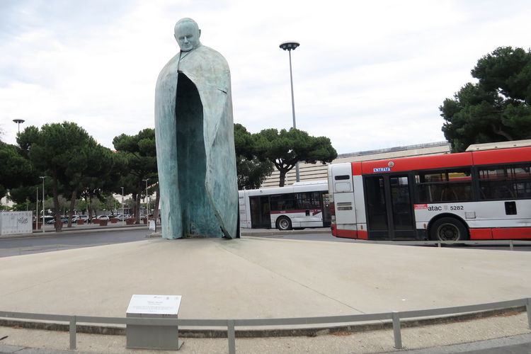 Rome, Italy. Conversazioni Pope John Paul II statue at Termini train station. A tall bronze sculpture, with a clock in the place of a body, dedicated to Pope John Paul II. Capital Cities  Conversazioni Statue Famous Famous Landmarks Famous People Italy Memorial Monument Outdoors Pope Pope John Paul II Pope John Paul II Sculpture Pope Statue Roma Rome Rome Italy Termini Termini Rome Moving Around Rome