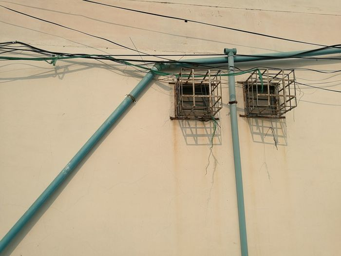 wall Window Lines Outdoors No People Wall - Building Feature Wall Accidents And Disasters Cable