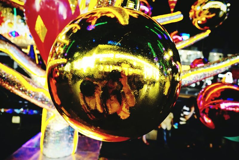 Freelance Life Street Close Up Perspective Circle Christmas Lights decorations mirror like shot pixel