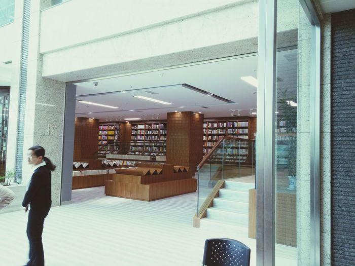礼拜六开业的南图书店