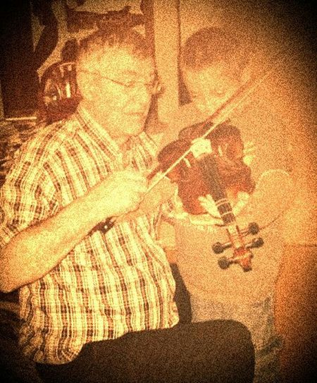 ...the fiddle lesson... Fiddle Fiddler Music Lesson Grandpa And Grandson Androidography Music Lesson Beautiful World Violin Eyeemphotography EyeEm Gallery Vintage Look Amazement And Wonderment Wide Eyed Wonderment People Watching Little Town In The Middle Of Nowhere Candidshot Candid Moment Candid Photography