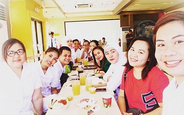 HAPPY 2016: Yesterday's breakfast at long table. Congrats Donny G. first time to go with us. 🍳🍴🍔🍟🍗🍝🍛🍦😄😁 Wackiestmorning Peskies Surgeryobicusicuona Breakfast PlainHappiness 01062016