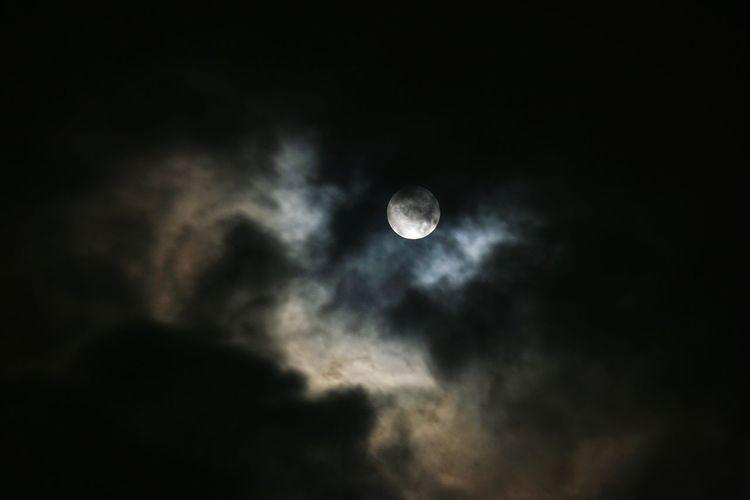 Luna piena tra