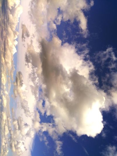 algodones en el cielo Beautiful Cottons Blue Backgrounds Sky Cloud - Sky Dramatic Sky Meteorology Fluffy Stratosphere Foggy