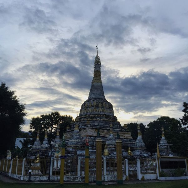 The sun after pagoda Maehongson Thailand Landmark Stupa Pagoda Temple Buddhism Religion Art Architecture Ancient Evening Twilight Outdoors View Sky Nobody Spirituality Sacred Monastery Traditional Culture Monument Wlodsimier