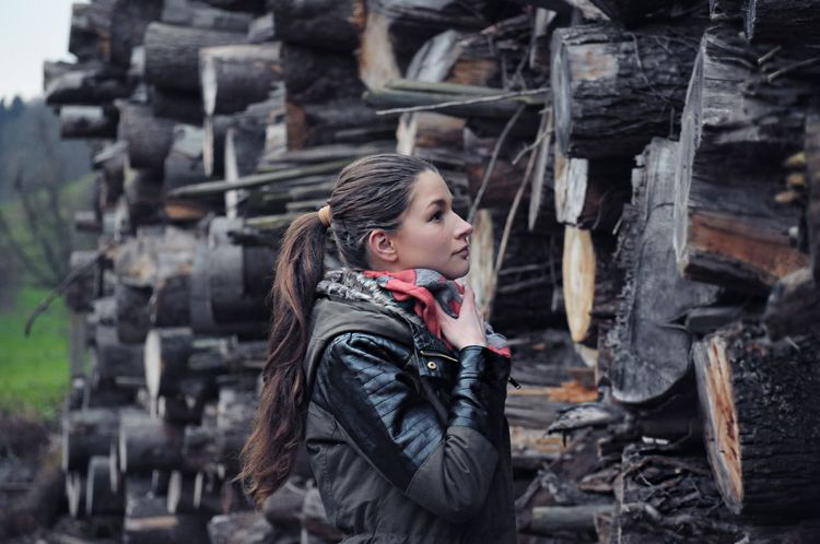 The beauty of wood Hanging Out Taking Photos Portrait Of A Woman Woman Beautiful ♥ Laralouisblog Model Portrait Beauty Enjoying Life
