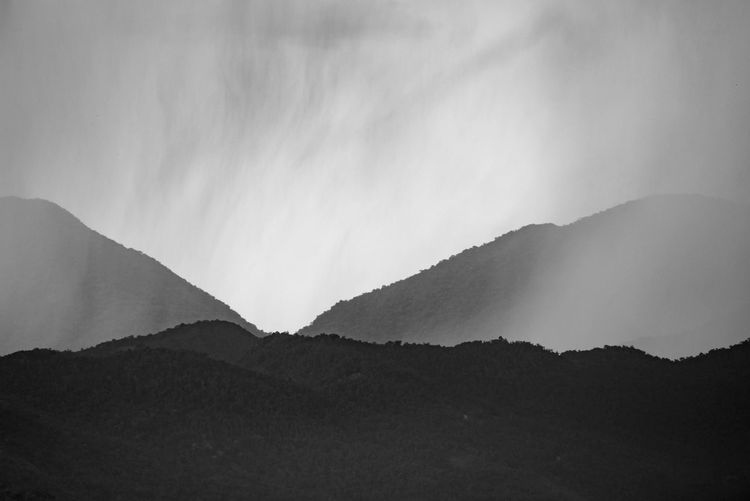 Dégradé Mountain Scenics - Nature Beauty In Nature Mountain Range Environment Fog Cloud - Sky Mountain Peak Blackandwhite