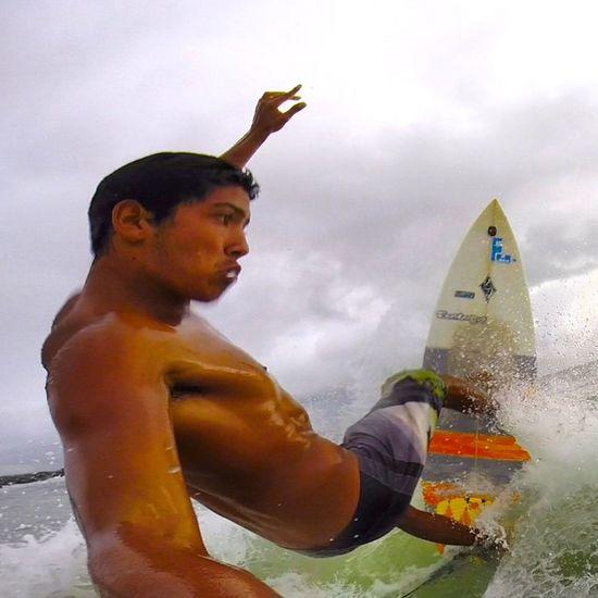 O sábio cala e a verdade por si fala!🌊🏄👊⛅️☔️⛄️ Allallauu via @lifeapp Surfshots SURFINGfactory Respeitoépraquemtem Blueplayground Costadicaparica Surfingiseverything