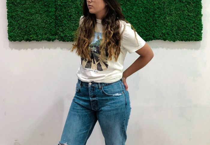 One Person Three Quarter Length Jeans Hairstyle Adult Women Hair Teenager Green Color Long Hair Front View