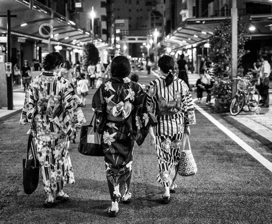 Yukata Nights Japan Japanese  Japan Photography Street Streetphoto_bw Streetphotography YUKATA Traditional Culture City Urban Candid People Bags Monochrome Blackandwhite Summer Summertime SonyA7s Sonyalpha A7s Sony2470mm Cooljapan Ultimate Japan