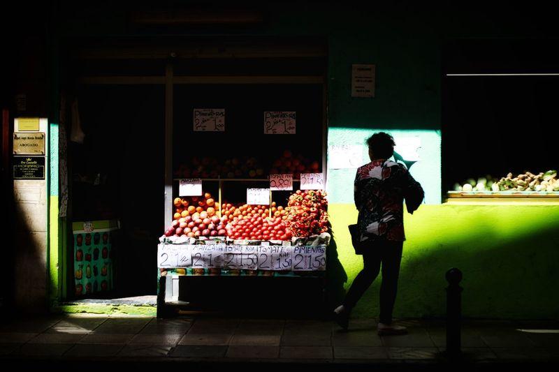 Street Photography Streetphotography Real People Robados Sombras De Asfalto Supermarket City