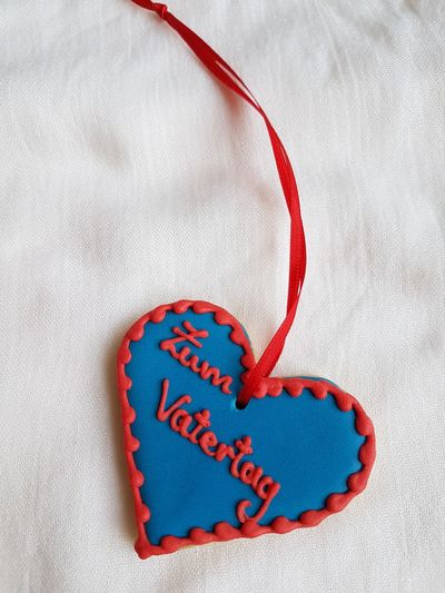 Vatertagsgruß Vatertag Fathersday Fatherhood Moments Vater Red Blue Love Candy Heart Communication Valentine's Day - Holiday Text Heart Shape Message Close-up Valentine Day - Holiday Alphabet I Love You