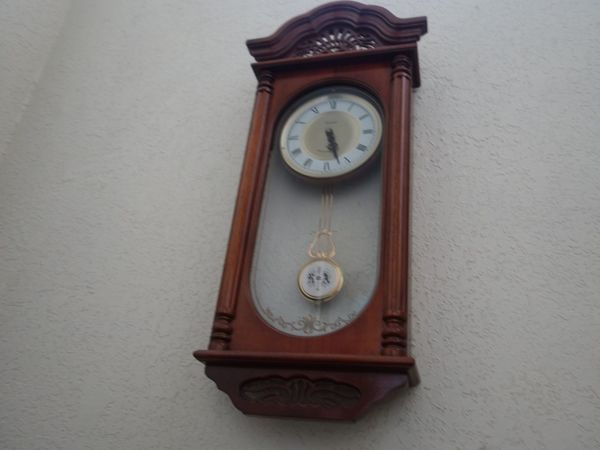 Walll White Brown Clock Interior Views