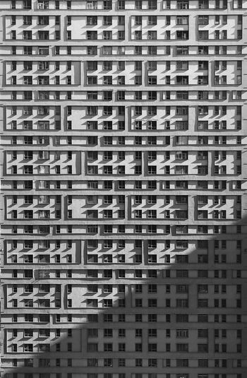 Sunlight Blackandwhite 男仔很忙 IPhone 7 Plus Full Frame Backgrounds Built Structure Building Exterior Architecture City Building No People Window Residential District Pattern Apartment Repetition Day In A Row Outdoors Modern Side By Side Cityscape Abundance
