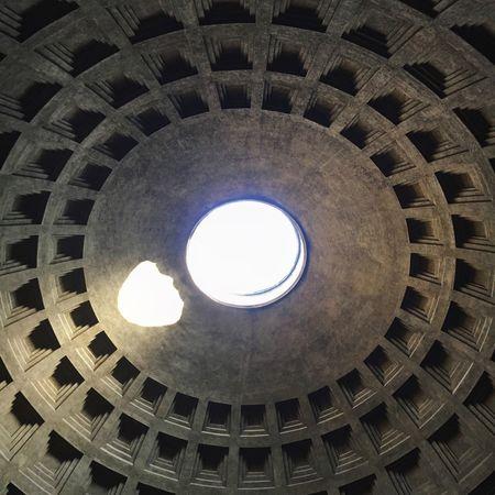 Pantheon Likeforlike #likemyphoto #qlikemyphotos #like4like #likemypic #likeback #ilikeback #10likes #50likes #100likes #20likes #likere Roma Architettura Soffitto Piazza Capitale Capitaleitaliana Italia Arte Storia Architecture Viaggio Travel