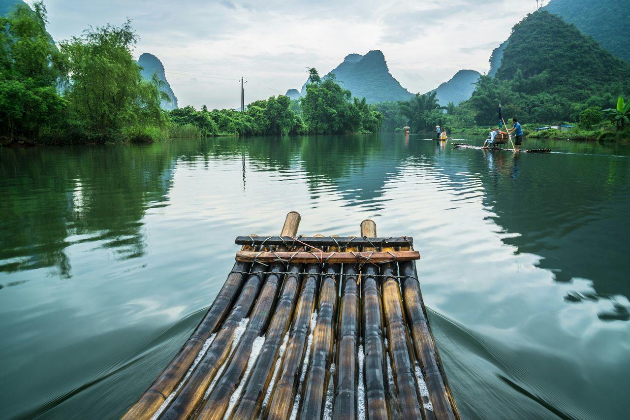 Wooden raft in li river