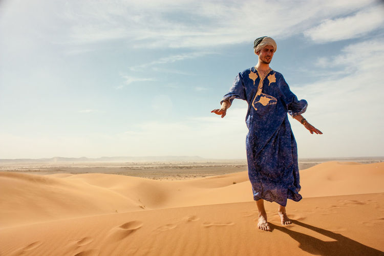 Morocco Traditional Clothing Arid Climate Desert Djelaba Front View Lifestyles Merzouga One Person Real People Sahara Sand Sand Dune Young Adult
