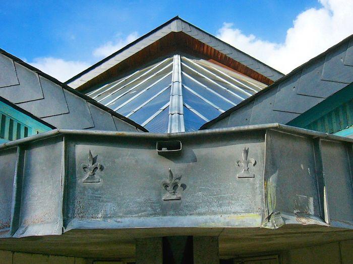 Symmetrical À Tours, ateliers des Compagnons du Devoir. Touraine Toiture Roof