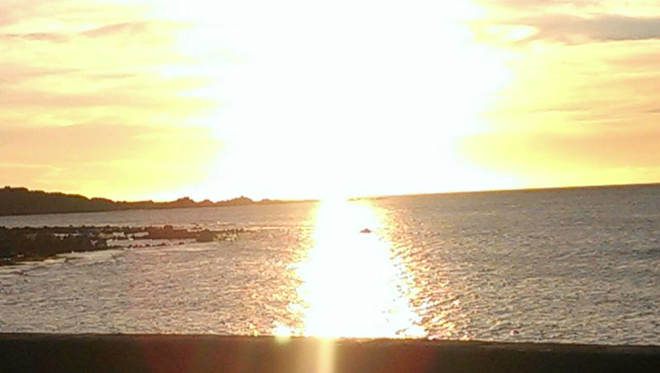sun, sunset, water, reflection, scenics, tranquil scene, sea, sunlight, sunbeam, beauty in nature, sky, tranquility, lens flare, orange color, nature, idyllic, horizon over water, beach, cloud - sky, bright