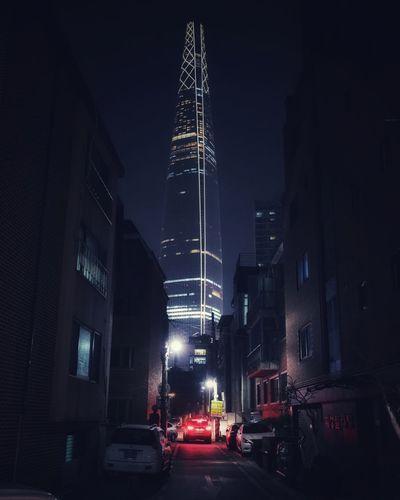 서울, 도시, 빌딩 . . #하루한컷 #도시 #서울 #빌딩 #5DMARK4 #신계륵 #EF2470F28LIIUSM City Illuminated Cityscape Skyscraper Car Nightlife Architecture Sky Building Exterior Built Structure