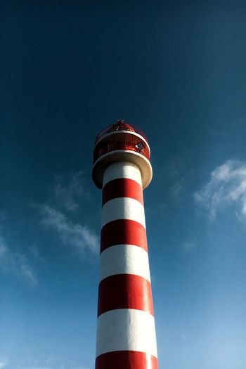 Leuchtturm Sky Low Angle View Striped Architecture Blue Cloud - Sky Red Lighthouse No People Nature Day Outdoors Tall - High Communication Safety