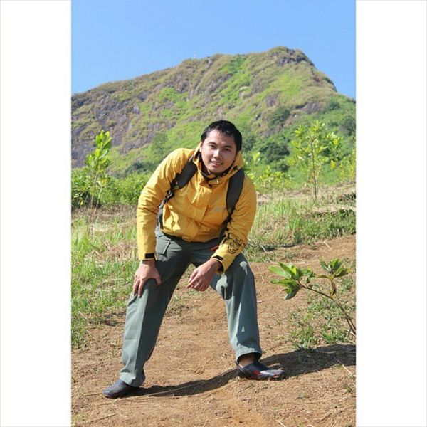 Perjalanan masih jauh,semangat.... Gunungbatujonggol Onedayhiking Onedaytrip Alonetraveler Gunungbatu Mountain Rei Nature ALaM Jalan2terus