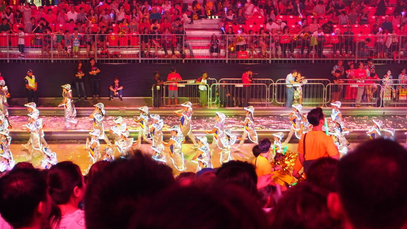 妆艺大游行 Chingay Parade 2017 Adult Audience Carnival Celebration Cheering Chingay Chingay2017 Colorful Colors Crowd Crowded Festival Large Group Of People LED Led Lights  Light Men Night Parade People Popular Music Concert Singapore Spectator Carnival Crowds And Details