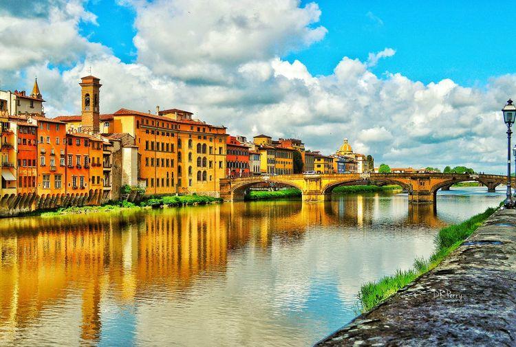 """Fiume Arno"" - Firenze Fiume Arno Arno  Firenze Florence River Riverbank Riverscape Riverside Bridge Bridges Architecture Photobydperry Thearchitect-2016-eyeemawards Architectural Detail"