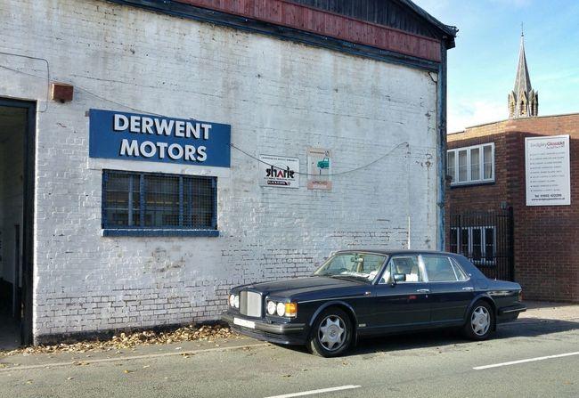 Bentley Whitewall Garage Streetphotography Building Exterior Brick Building