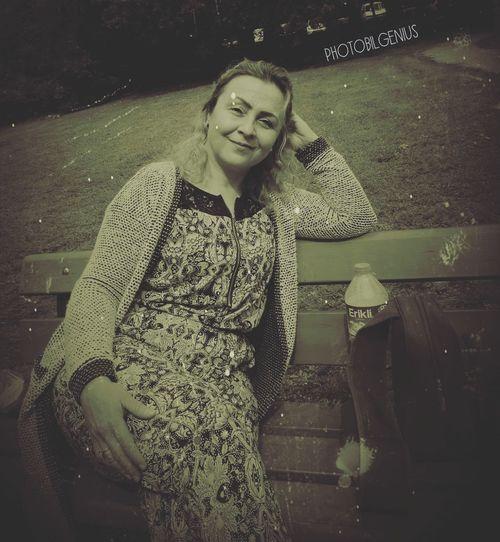 Nostalgie♥ One Person Portrait One Young Woman Only People Smiling Young Women Real People ArtInMyLife Woman Portrait Happiness Beauty In Nature Kunst Ist Was Du Daraus Machst First Eyeem Photo Kunstbar Art And Craft Green Color HelloEyeEm Bilgelik Kunst Im öffentlichen Raum  Geheimnisvoll Mysterious_arts Mysterious Gizem Blackandwhite Portrait