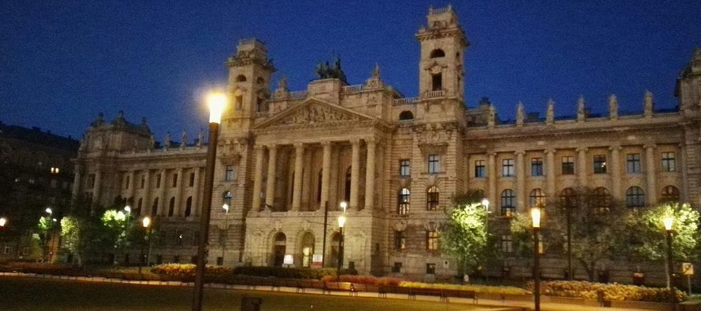 Budapest Budapest, Hungary Architecture Art Old Old Buildings Old-fashioned Building Simmetry Simplicity Simmetrical