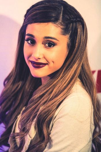 Ariana Grande Pretty Cutie Jingle Ball