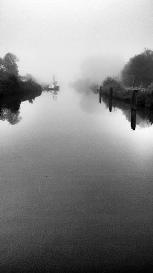 Groningen Reitdiep Foggy Morning Onmywaytowork Blackandwhite Photography Snapseed