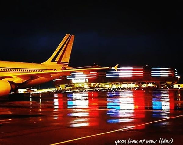 jour de pluie France Airport Plane Aircraft Flag Voyage Yvonbien Airport Cdg Colors Night Transportation Business Finance And Industry Airport Illuminated Air Vehicle Outdoors No People Airplane