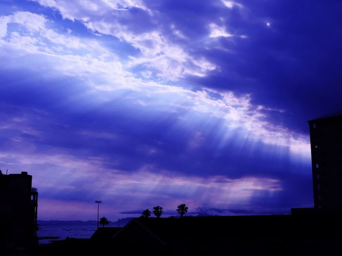 Dark Day Rays Filtered Sunlight Through Clouds Sun Rays Buildings Silhouettes Clouds Purple Haze Rooftops Silhouettes