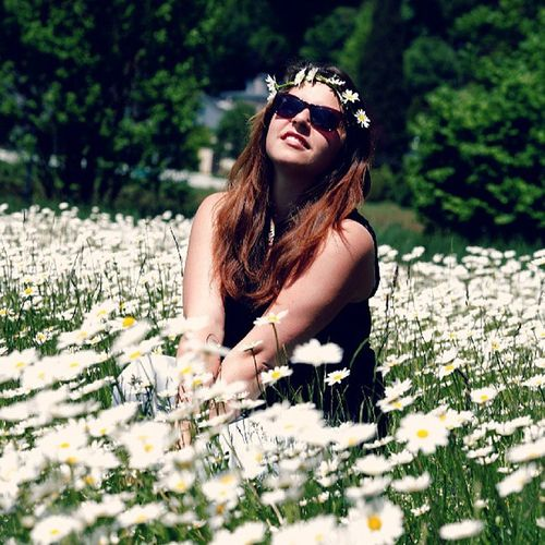 Girl Sun Summer Summergirl  flowers white happy day daypicture smile thoughtful me myselfe canon EOS5D Blumenmädchen sunglasses flowers in my haire sweet love goodday tagsforlikes tagewiediese ♡