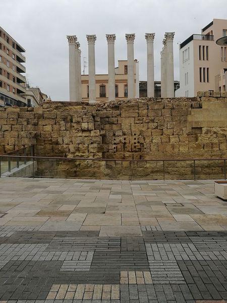 Cordoba Spain Templo Romano Esculturas Y Estatuas Plaza