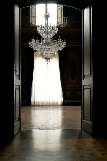 """Contrallums i reflexes"" Indoors  Shiny No People Cultures Day Palaces Palau Moja, Barcelona Patrimonio Cultural Capture The Moment Catalunya"