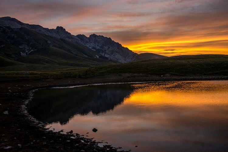 Deceptively Simple Alba Abruzzo Montana Acqua Nuvole Nikond600 Nikon