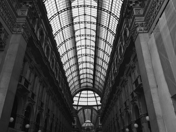 Urban Geometry Vanishing Point Blackandwhite Roof Geometric Shapes From Vienna To Milan Seeing The Sights