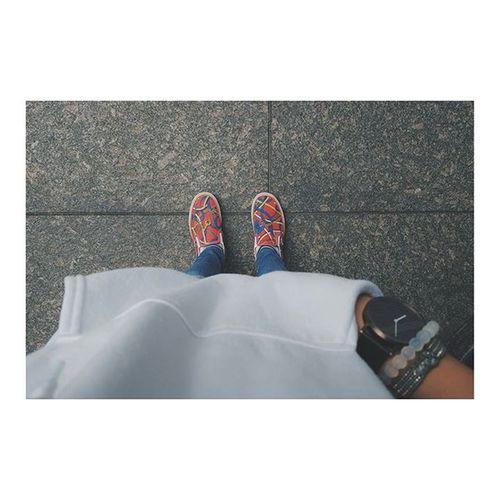 クローゼットが白黒紺で埋め尽くされているので、せめてもの差し色に👟。ハデハデ。ジャパリナ 数年前に購入 履くのは年に2回 エルメスコラボと勘違いして買った 凡ミス I barely choose or buy something pink, but when I do, I fail miserably...(thought this pair of shoes was vans' collab with hermes but nope! I was wrong...😂) Ohwell Vans Pink Shoes Istilllikeit Mistakefromthepast
