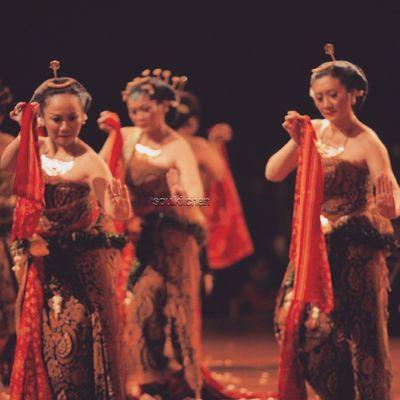 BEDHAYA MANTEN Oyikk Worlddanceday Solovely Instadaily indonesia dance dancers javanese