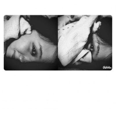 睡醒看到濃眉女孩的節奏 前一天忘記吹頭髮就睡覺醒來一陣大頭痛?????