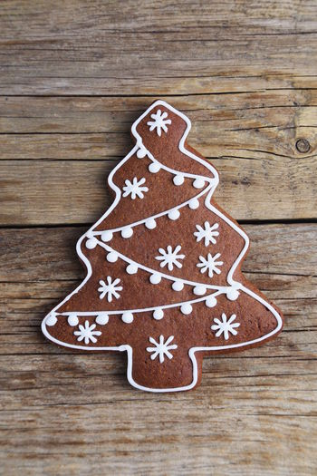 Christmas Decoration Gingerbread Cookies Food Love Homemade Sweet Food Wood - Material Gingerbread Cookie Celebration Indoors  Baked Food And Drink Cookie Gingerbread Man Sweet Close-up Shape Holiday Icing No People Table Temptation Tree